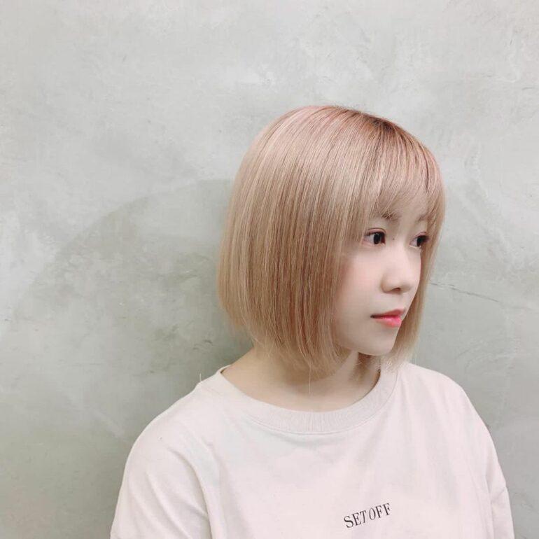瀏海貼服短髮顯率直個性