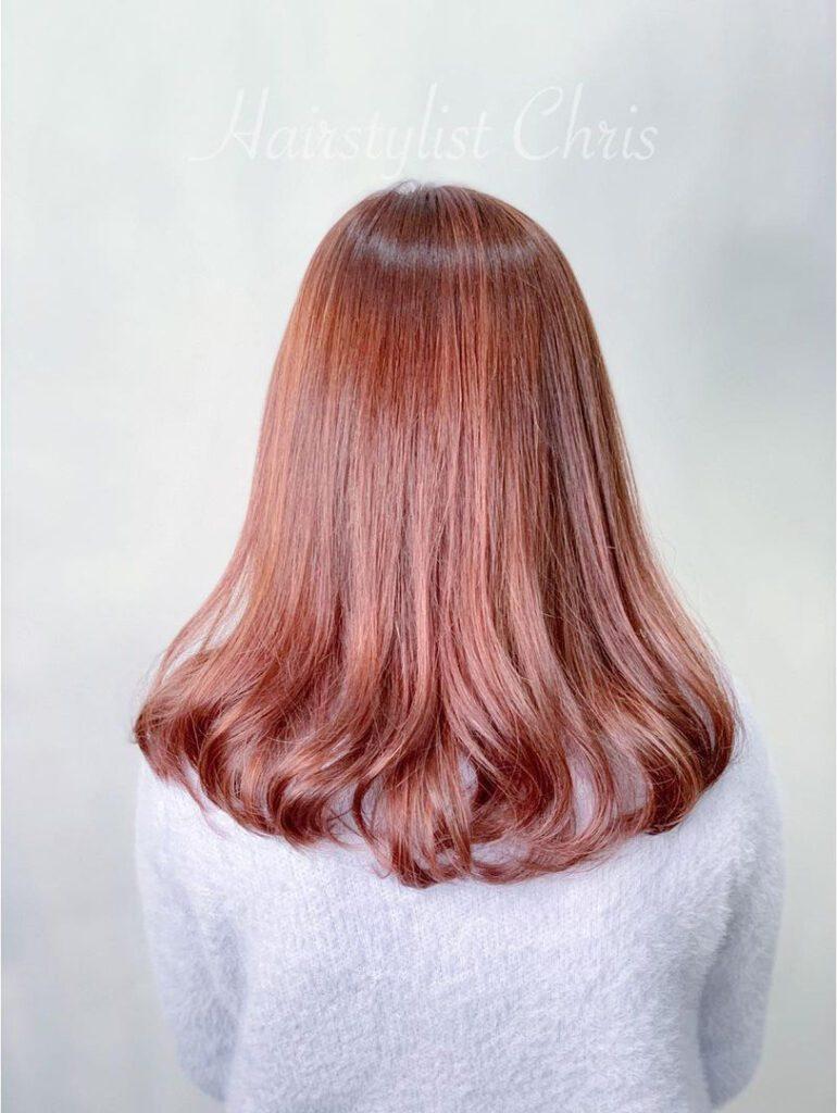 珊瑚粉髮尾內捲髮