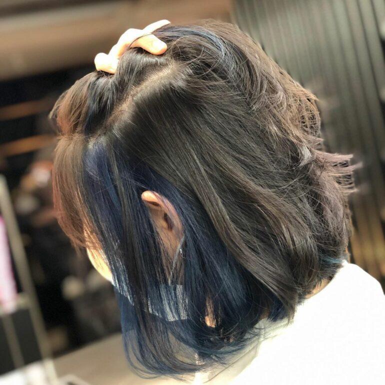 耳圈染海洋藍微捲髮